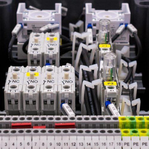 Klemmkasten-Steuerungsbau 1000x1000